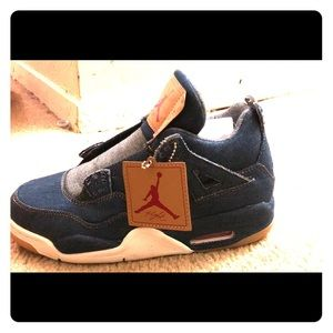 NEVER BEEN WORN Air Jordan 4 Retro Levi's NRG